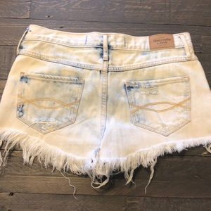 Abercrombie & Fitch distressed short